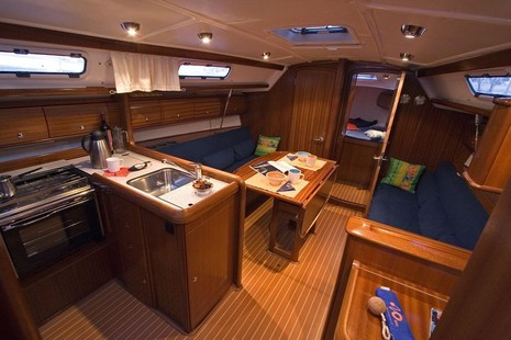 Bavaria 36 picture 2