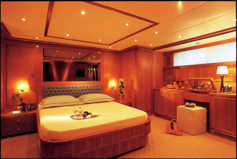 Falcon Motor Yacht picture 8