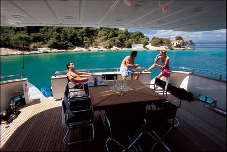 Falcon Motor Yacht picture 4