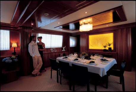 Falcon Motor Yacht picture 3